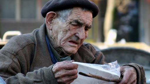 Creşteria pensiilor în funcţie de inflaţie. Pensionarii trag un semnal de alarmă. Decizia ce va duce bătrânii sub pragul sărăciei