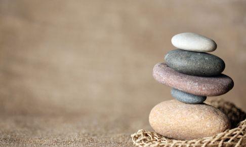 積み上げられた石(資本計上のイメージ)