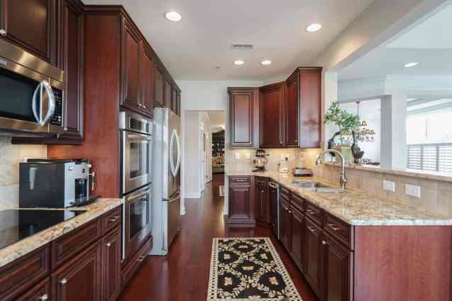 014_10410 Sablewood by MORE Real Estate Group Kitchen