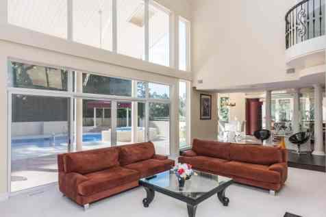 MoreRealEstate-6632_Greywalls_Lane_011_Living Room