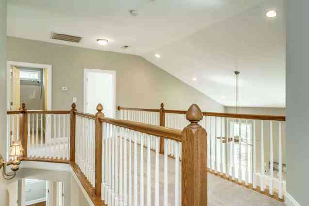 019 - 201 Powers Ferry Presented by MORE Real Estate_Upper Landing