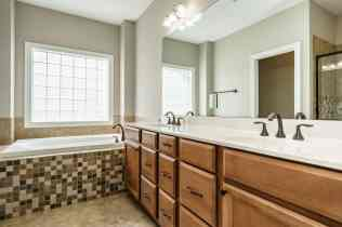 023 - 201 Powers Ferry Presented by MORE Real Estate_Master Bathroom