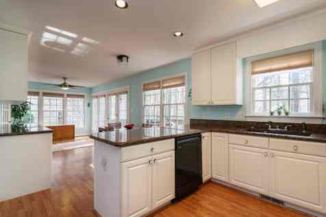 014_106 Huntsmoor Lane Presented by MORE Real Estate_Kitchen