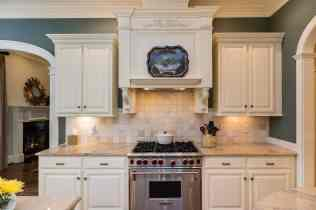 017_10901 Grand Journey Presented by MORE Real Estate_Kitchen