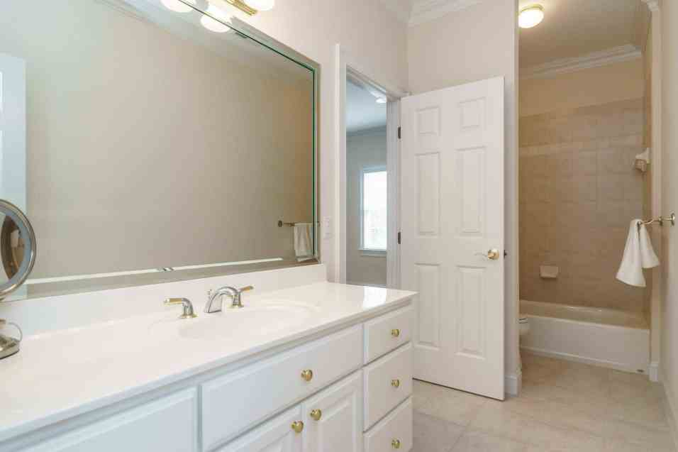 025_2708 Rolling Oaks Lane_ Presented by MORE Real Estate_Bathroom