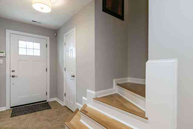 004_Presented by MORE Real Estate_Entry Foyer