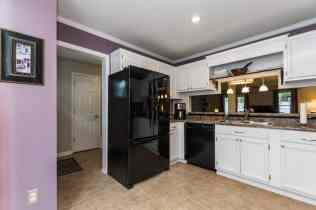 006_Presented by MORE Real Estate_Kitchen