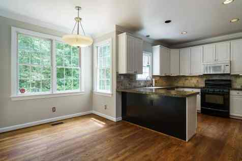009_4325 Belnap Drive Presented by MORE Real Estate_ Breakfast-Kitchen