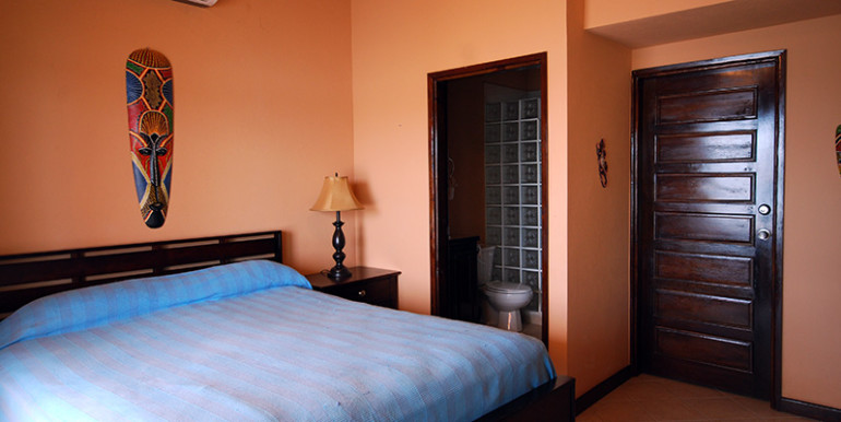 belize-waterfront-villa-bedroom1-770x386