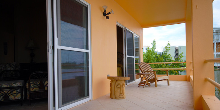 belize-waterfront-villa-veranda-770x386