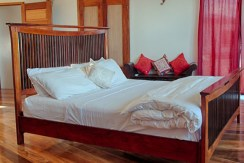 luxury-beachfront-villa-belize-bedroom1-770x386