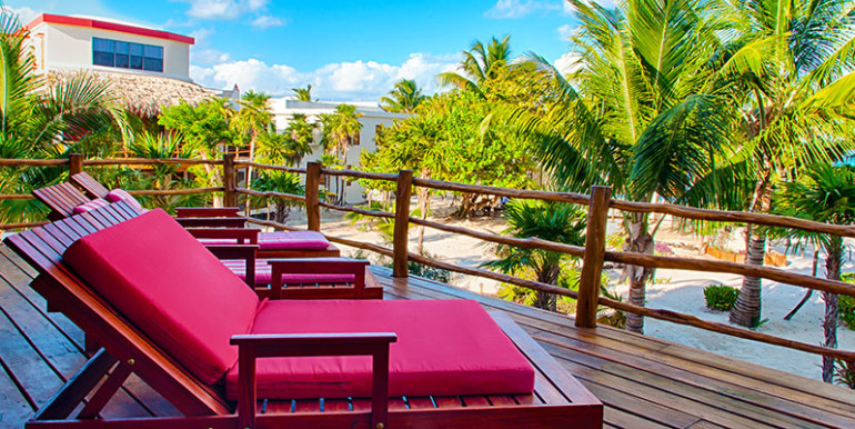 luxury-beachfront-villa-belize-veranda2-770x386