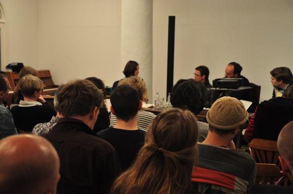 Diskussion über Realität und Fiktion auf der Bühne