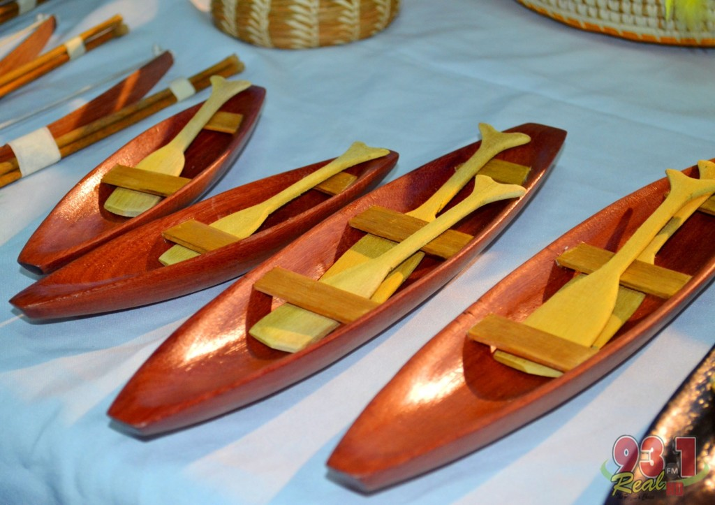 Carved canoes!- These miniature canoes are attractive and can be utilised as a heartwarming gift to someone special.