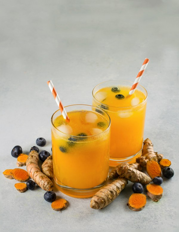 Turmeric Lemonade with Blueberry recipe