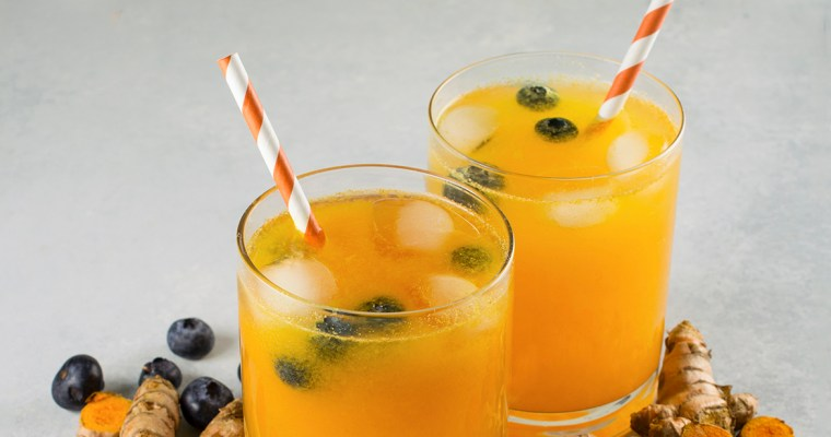 Turmeric Lemonade with Blueberries
