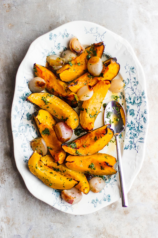 Healthy Thanksgiving Sides Recipe Roundup l roasted acorn squash