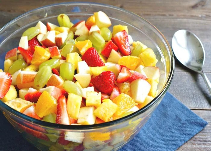 This vegan pineapple fruit salad is delicious and affordable!