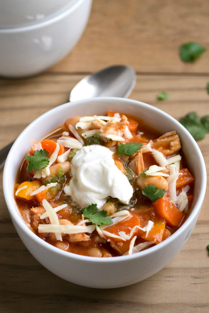 This Chicken Chili recipe makes the best comfort food dinner! It's healthy and frugal (just $1.40 per serving). Perfect for a winter night! Recipe from realfoodrealdeals.com