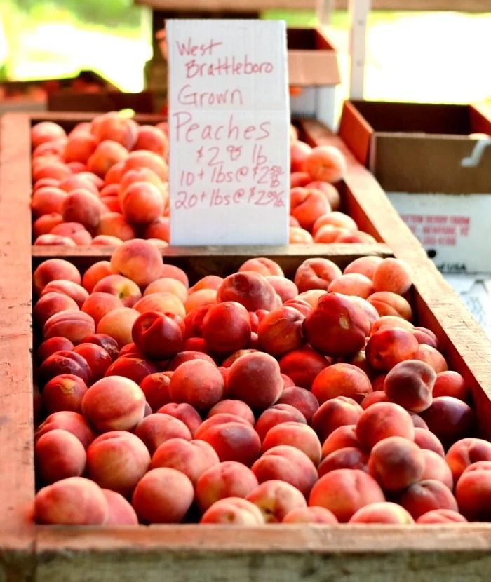farmers-market-shopping-tips-peaches-rfrd