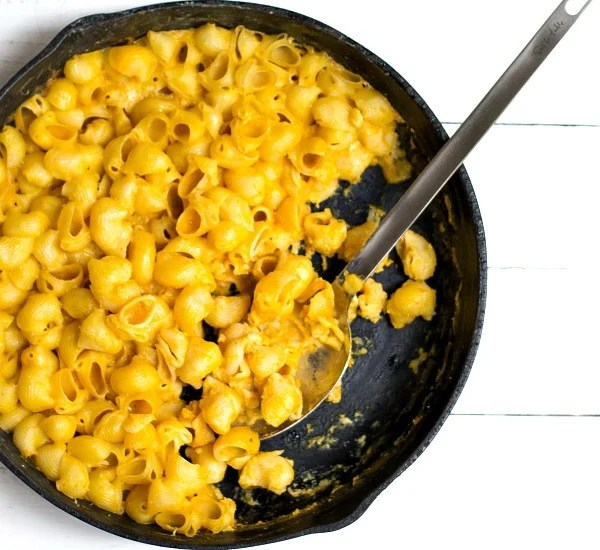 This pumpkin mac and cheese is a great frugal dinner recipe for fall!
