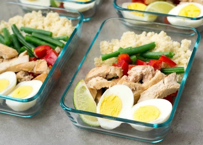 Meal prep this ginger lime chicken cauliflower rice during the weekend for healthy lunches all week!