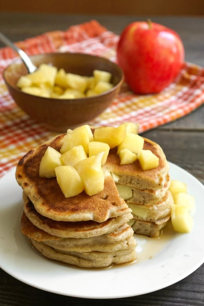 These gluten free apple pancakes are the perfect fall breakfast! My family loves this healthy recipe for an autumn morning. Recipe via realfoodrealdeals.com @realfoodrecipes