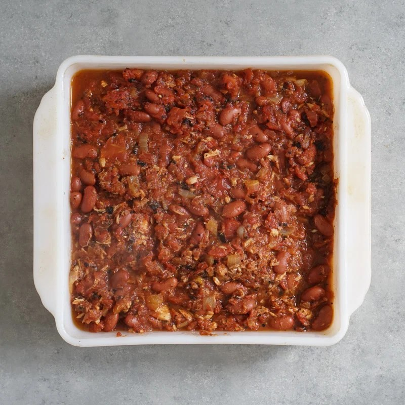 Mixture of tomatoes, tuna, and beans in the baking pan