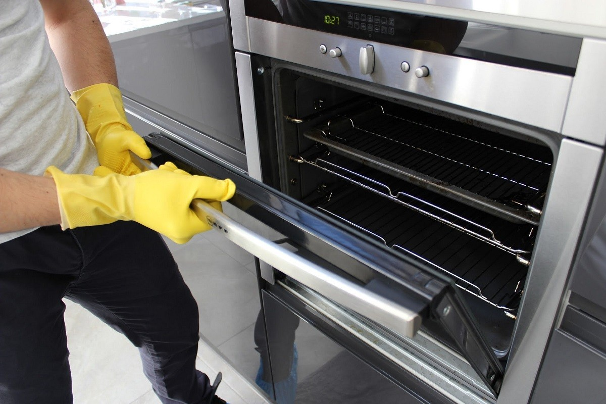 Cleaning Your Oven Yourself