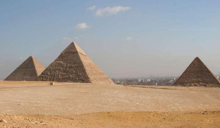 Papiro antigo revela como a grande pirâmide de Gizé foi construída