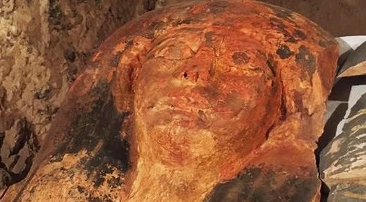 Múmia de 3,5 mil anos é encontrada em tumba esquecida do Egito