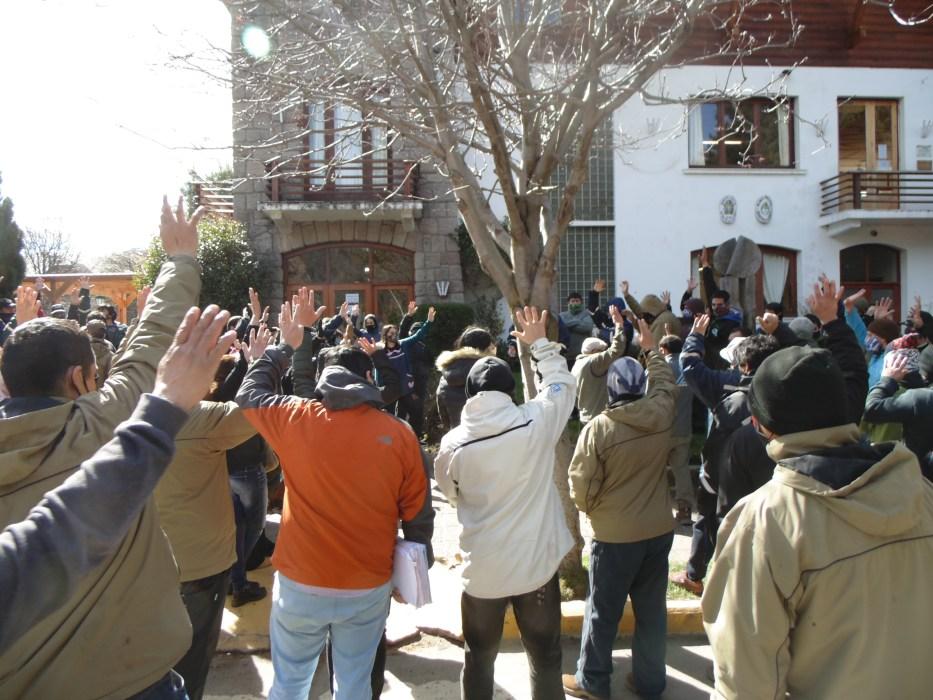 Se demora la resolución del conflicto entre el municipio y los trabajadores