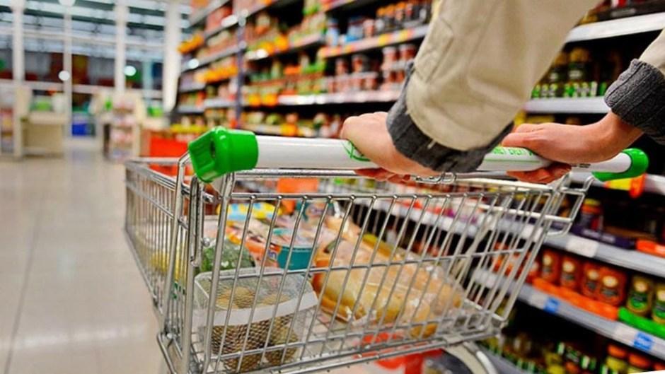 La canasta básica subió 3,2% en septiembre y una familia tipo necesitó $70.532 para no ser pobre según el Indec