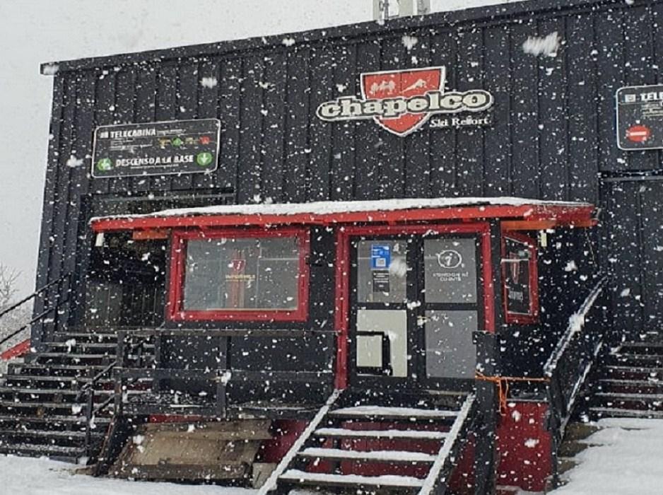A horas de la apertura de la temporada llegó la nieve al Cerro Chapelco y crece la expectativa