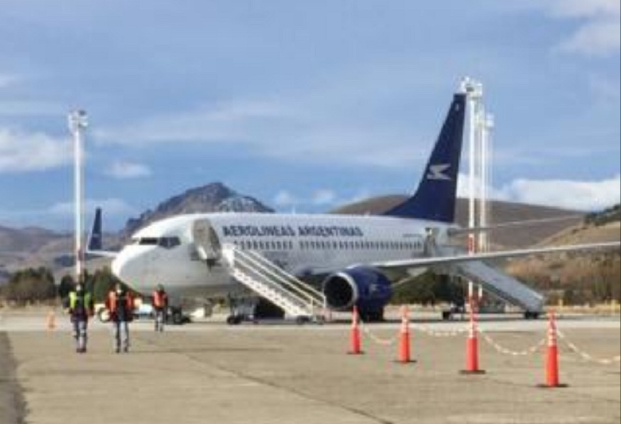 Llegó desde Córdoba el primer vuelo de la temporada