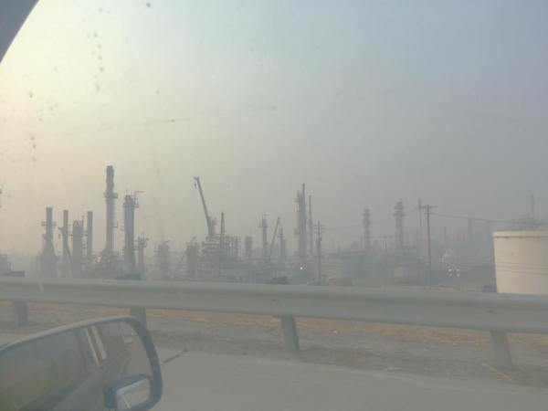 Richmond, CA oil refinery blanketed in fire from Camp Fire; fall 2018