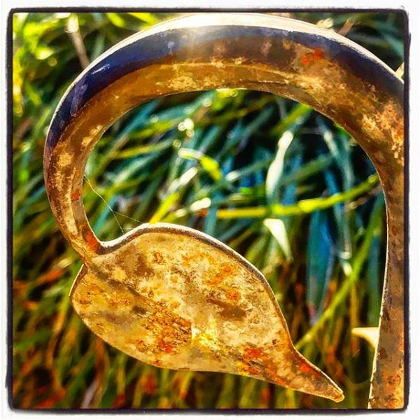 Curling Iron Rusty Leaf