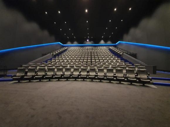 polaganje PVC poda, polaganje tepisona, montaža kino stolica 2