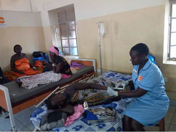 Senior UNV Midwife Margret administering magnesium sulfate to Mary, a 28-year-old woman suffering from preeclampsia