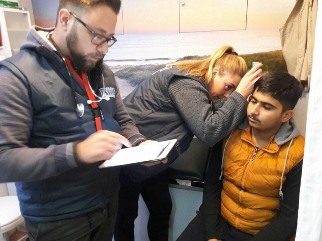 A patient receiving treatment for ear pain, Obrenovac Transit Centre