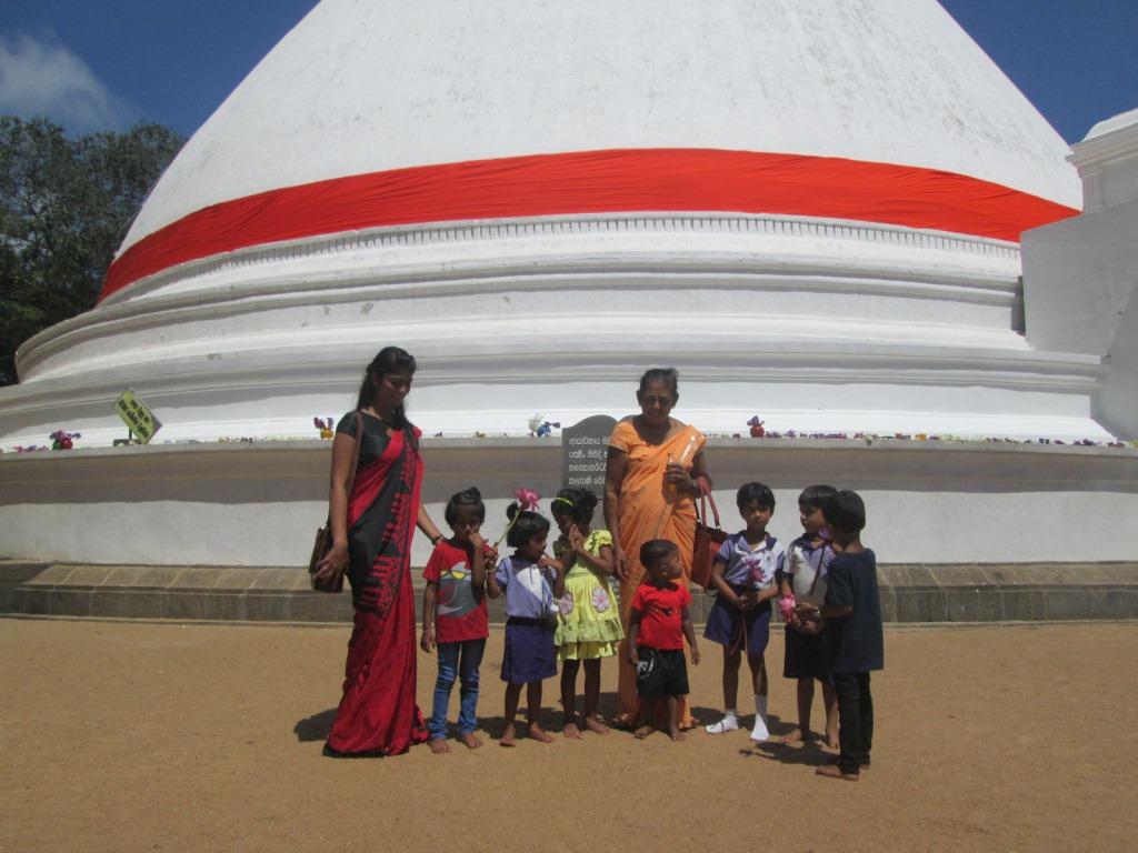 Visiting the Kelaniya Temple