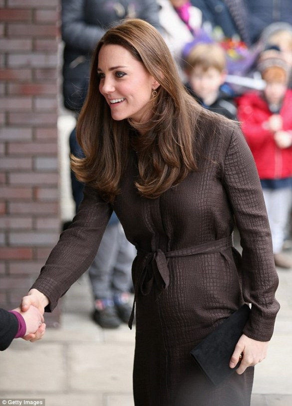24C1D63D00000578-2913271-LONDON_ENGLAND_JANUARY_16_Catherine_Duchess_of_Cambridge_attends-a-42_1421413967197