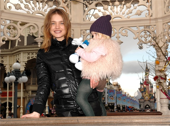 MARNE-LA-VALLEE, FRANCE - MARCH 28: Russian model Natalia Vodianova and daughter Neva attend Mickey Mouse Magic Party at Disneyland Resort on March 28, 2009 in Marne la Vallee, France. (Photo by Dominique Charriau/WireImage) *** Local Caption *** Natalia Vodianova;Neva Portman