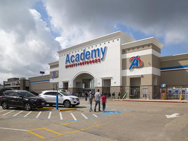 Montgomery Plaza (Conroe, TX) - Realm Realty