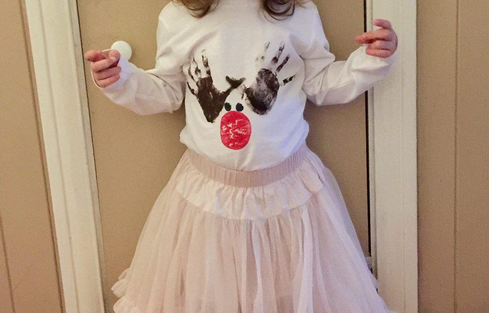 CRAFT – Christmas Reindeer Handprint T-Shirt