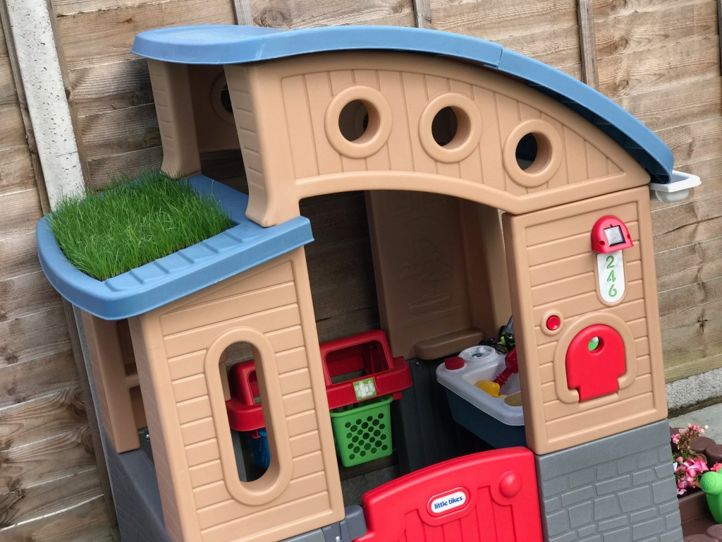 Little Tikes Go Green Playhouse with grass roof