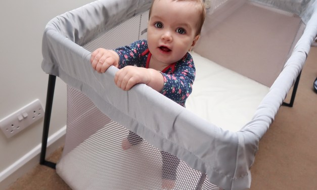REVIEW – Baby Bjorn Travel Cot Light