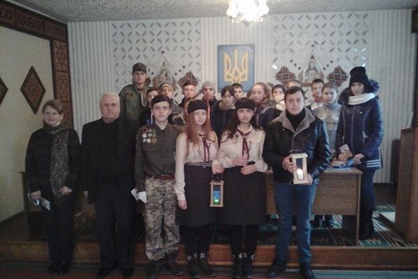 Вифлеємський Вогонь Миру мандрує Західною Україною