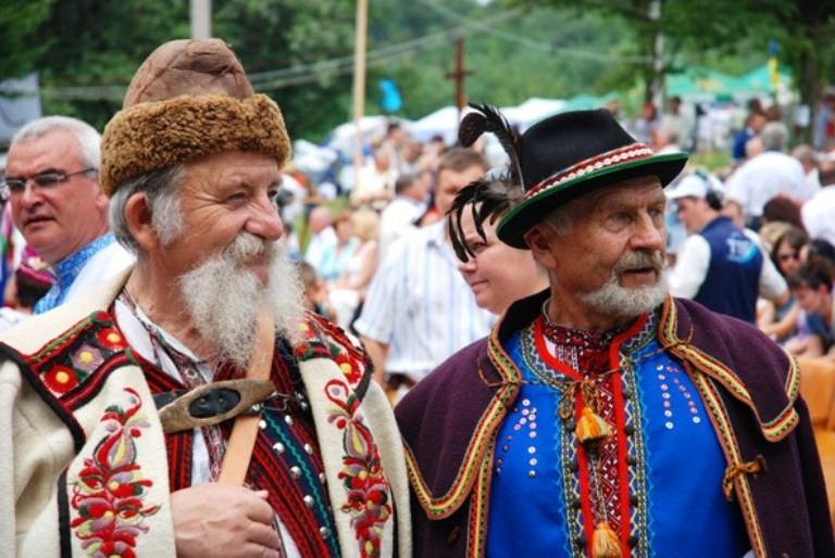 В урочищі Бичова на Монастирищині розпочався ХІХ фестиваль лемківської  культури «Дзвони Лемківщини». Це справжнє унікальне та колоритне свято c46955778675b