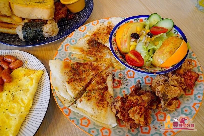 【高雄早午餐】麻油雞飯糰、三杯雞蛋餅 美味驚豔早餐來自黑白配手作早午餐